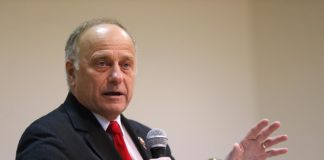 Conservatives push to reinstate Steve King on committees despite racist remarks